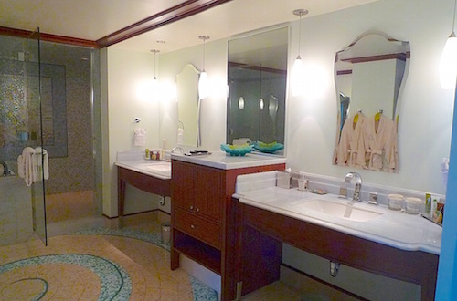 Aulani Vice Presidential Suite bath image