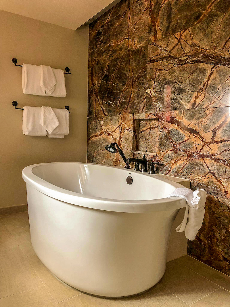 Disney's Copper Ridge Grand Villa master bath image
