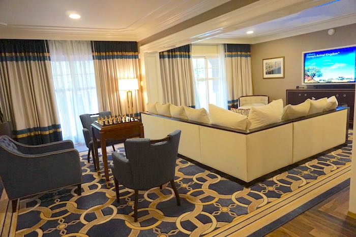Disney's Yacht Club Captain's Deck Suite living room image