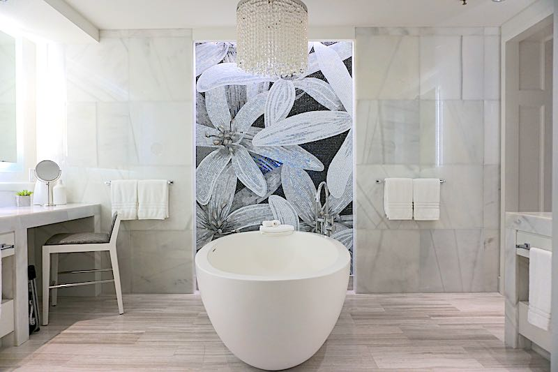 Four Seasons Orlando Grand Suite master bath image
