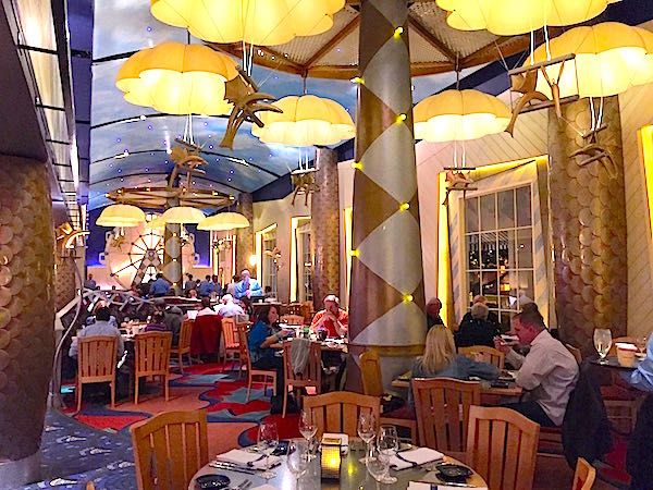 Disney 39 s flying fish cafe soars to new heights disney for Flying fish cafe disney