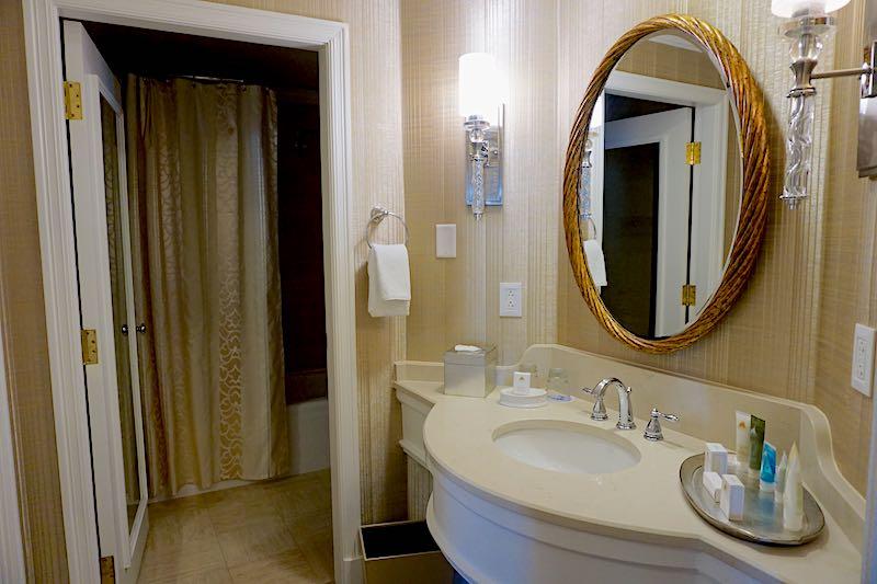 Grand Floridian Grand Suite guest bath image