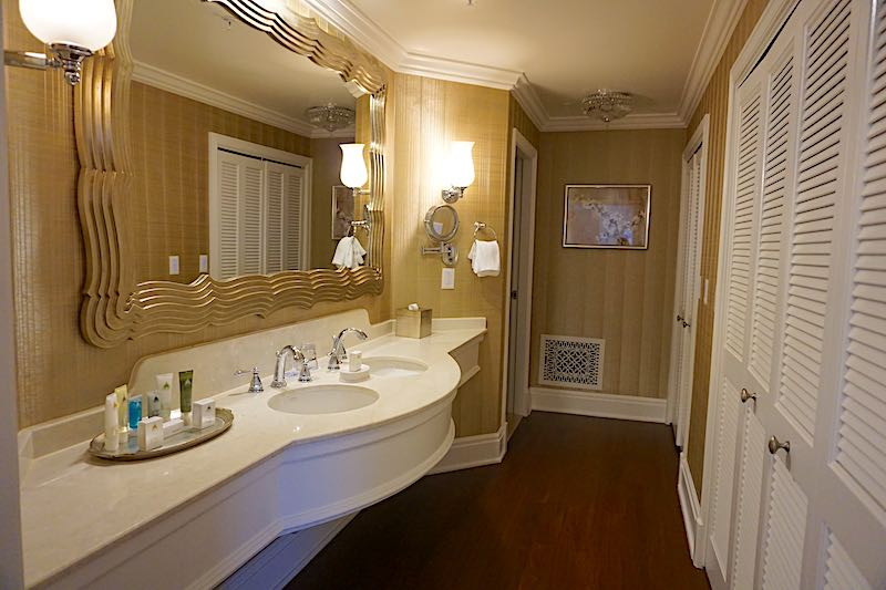Grand Floridian Grand Suite master bath image