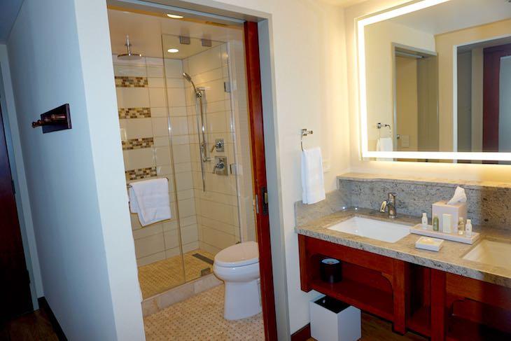 Disney Grand Californian Hotel guest room bath image