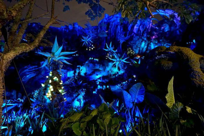 Pandora-World of Avatar night scene image