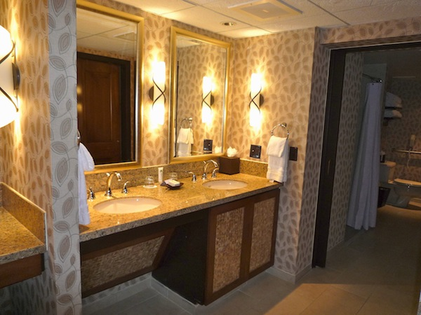 Polynsian Suite Bath