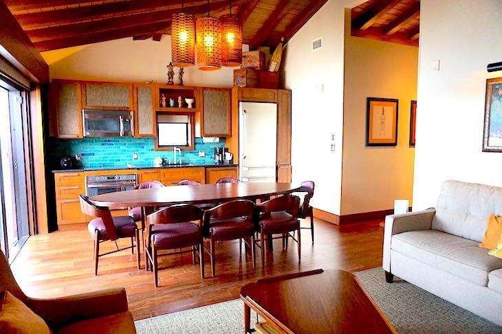 Disney's Polynesian Villas bungalows dining and kitchen image