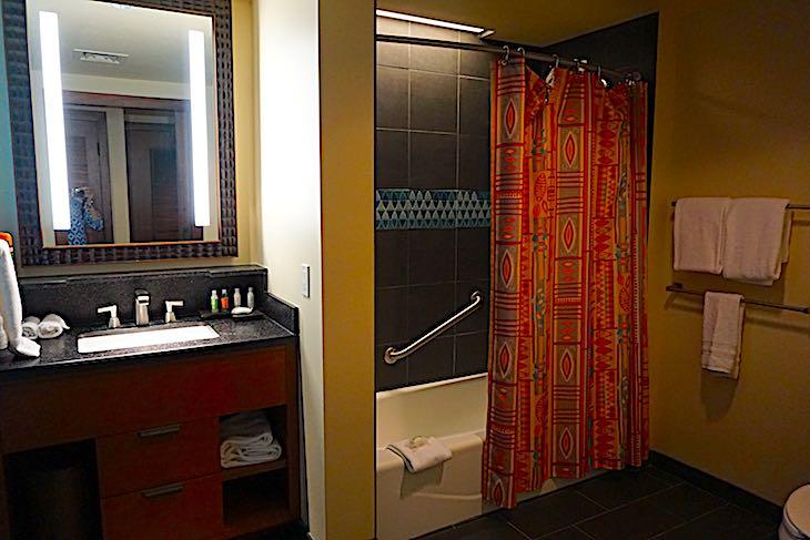 Disney's Polynesian Villas Studio bath image