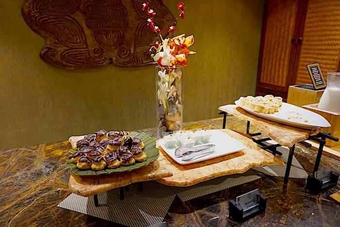 Disney's Polynesian Village Concierge Lounge dessert image