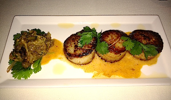 The Dining Room at Wolfgang Puck's Grand Cafe Downtown Disney scallop entree image