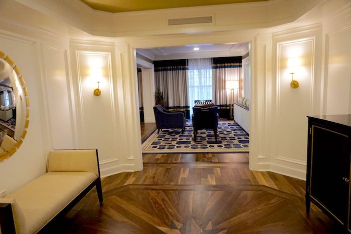 Disney's Yacht Club Captain's Deck Suite entry foyer image