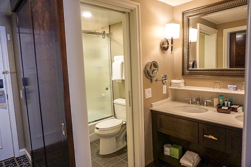 Disney's Yacht Club Turret Two-Bedroom Suite guest room bath image